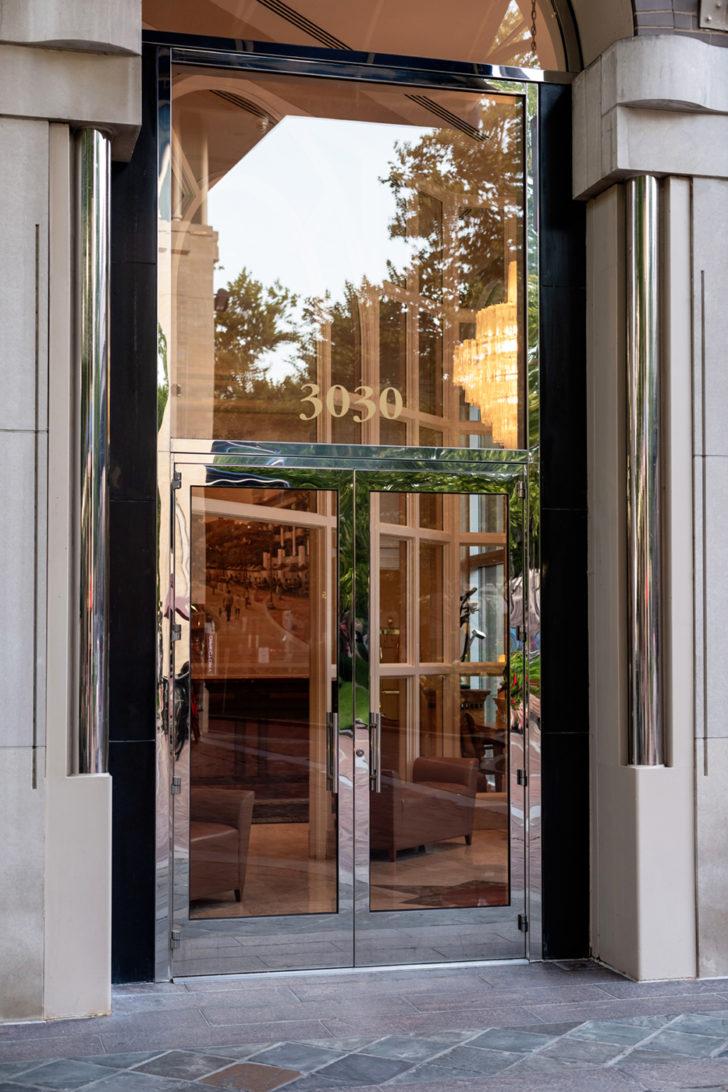 Standard Series offset pivoted Doors w/ fixed flat glazing